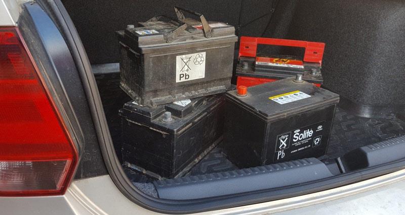 Аккумуляторные батареи в багажнике
