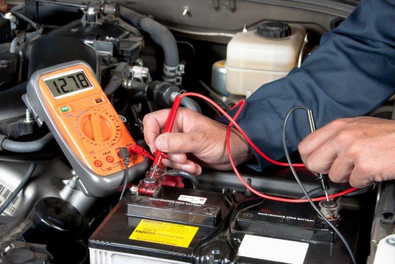 Измерение напряжения аккумуляторной батареи