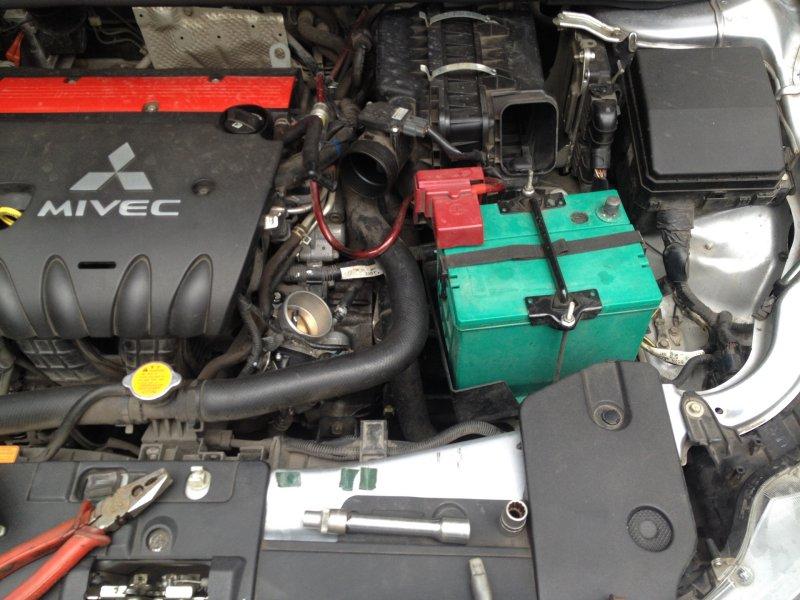 Установка АКБ Mitsubishi Lancer X